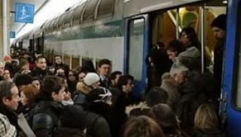 Algoritmi per modelli di vibrazione diagnosticano i guasti alle porte dei treni