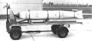 Immagine-5-una-bomba-termonucleare-tattica-inglese-WE-177-sul-suo-carrello