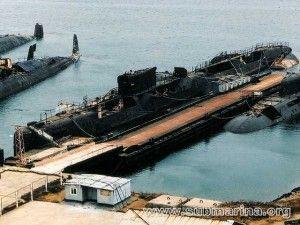 Immagine 1 il relitto del sottomarino K 431 attende a Petropavlovsk  l'inizio dei lavori di smantellamento