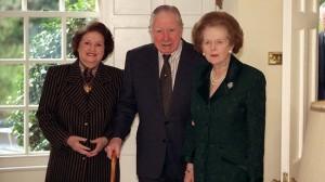 Margaret Thatcher scandalizzò ulteriormente l'opinione pubblica interna ed estera andando a trovare l'ex dittatore cileno Augusto Pinochet, agli arresti domiciliari in Inghilterra dove l'aveva raggiunto un mandato internazionale, mentre si sottoponeva a cure mediche. Le dichiarazioni  a sostegno del generale e le pressioni sulla magistratura perché fosse rilasciato generarono quasi una crisi diplomatica con la Spagna, che aveva emesso il mandato per l'assassinio di alcuni cileni con passaporto spagnolo, durante gli anni della repressione.