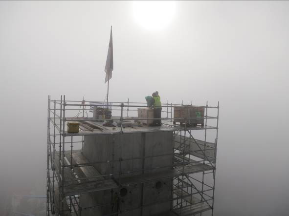 Inclination measurement and wind harvesting on top of Pylon P6