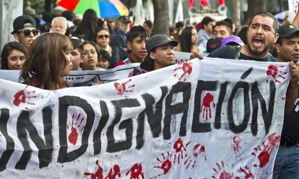 La protesta per la scomparsa dei 43 studenti e l'uccisione di 6 loro compagni continua ancora adesso e si è allargata non solo nel resto dell'America Latina, ma in tutto il mondo.